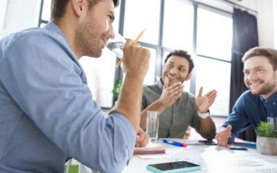 ¿Por qué es importante la buena hidratación en los ambientes laborales?